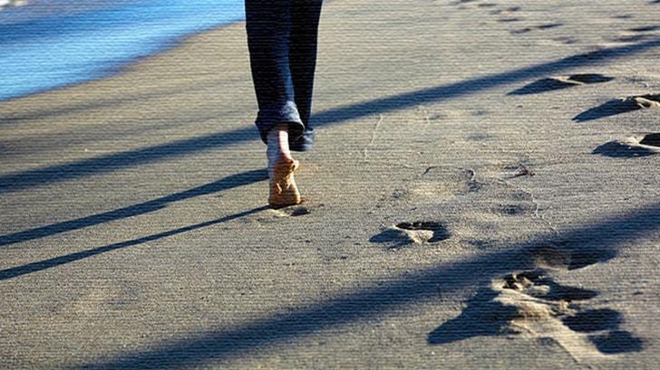 裸足で地面に触れていたい