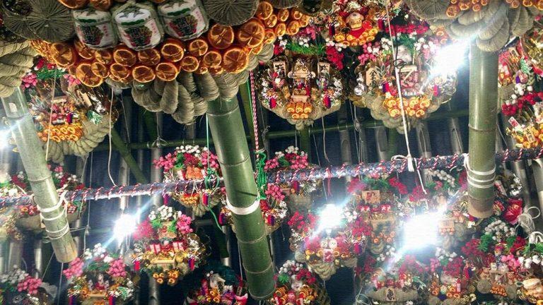 浅草酉の市を見に鷲神社へ!無数の縁起熊手が並ぶ華やかな雰囲気を楽しむ