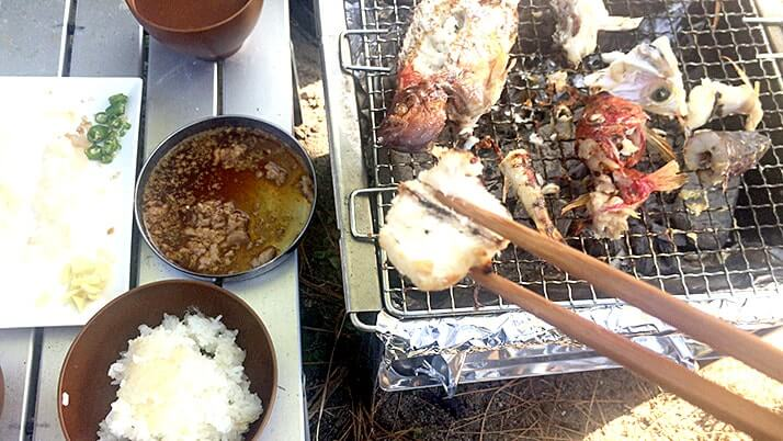 カワハギとオジサンの刺身に塩焼きBBQ釣りメシ!贅沢朝食@神津島