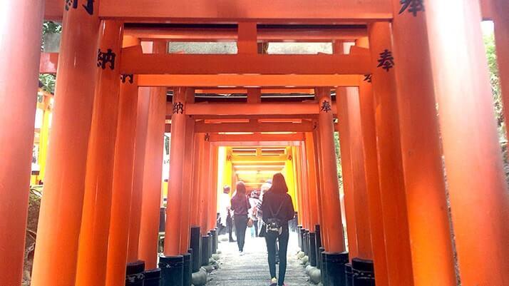 京都「伏見稲荷大社」無数の鳥居が並ぶパワースポット
