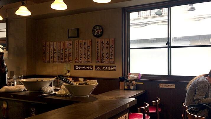 元楽総本店|蔵前のラーメン店で背脂たっぷり特製元らーめん