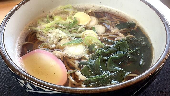 東名高速「鮎沢PA(下り)」の山小屋食堂で朝食かけそば