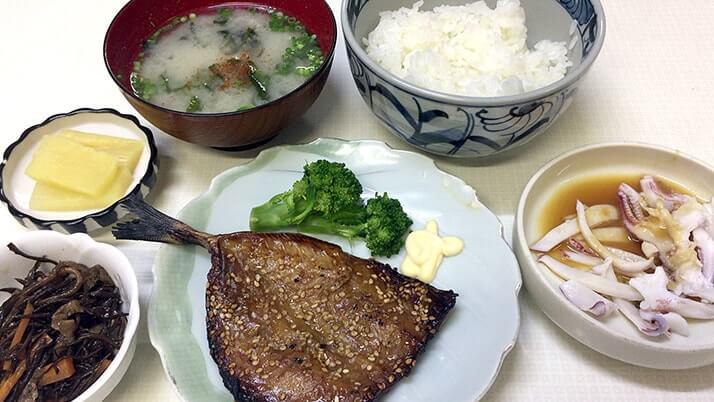 よしや食堂|呼子朝市で朝食にアラカブの味噌汁定食!(佐賀旅行)