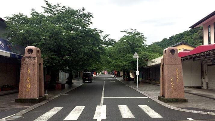 佐賀県鹿島市にある祐徳稲荷神社へ|無料駐車場や商店街について