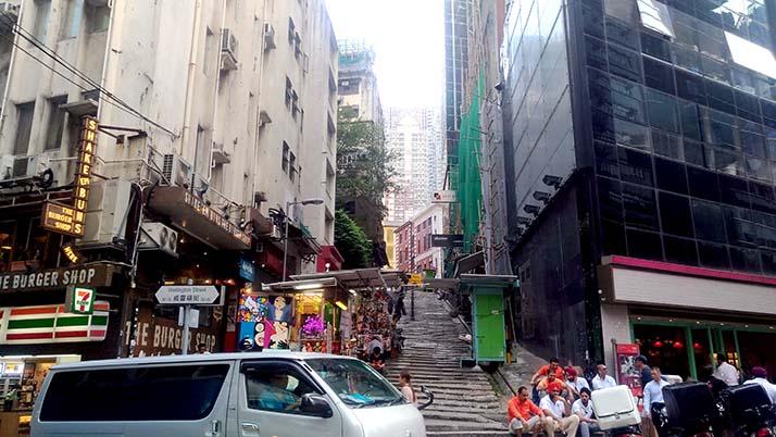 香港島の中環・上環付近を散策!夜はビルのライトアップをスターフェリーから