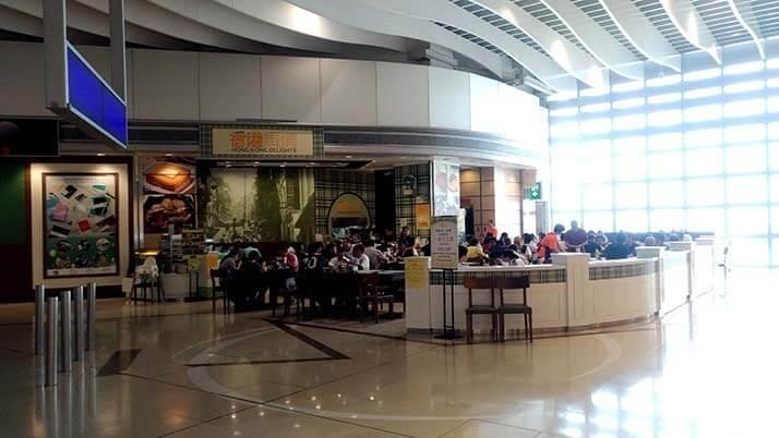 香港国際空港で空港メシ!「香港風情」で山盛りチャーハンにコーヒー紅茶&フレンチトースト