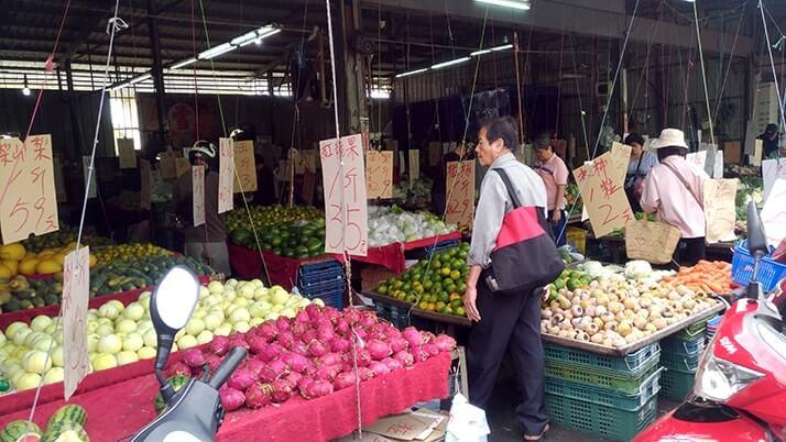 台中駅近くの民富市場へ!熱気に満ちたローカル朝市が必見!!