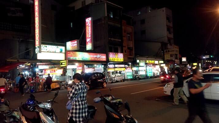 中華路夜市で絶品炒飯に牡蠣オムレツで満腹夜市飯!【台湾台中】