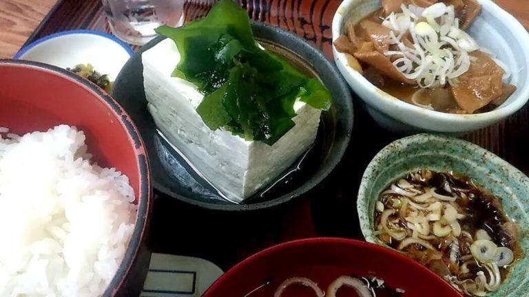 赤坂あべちゃんで昼メシ!やっこ+牛にこみ定食が早安旨!!