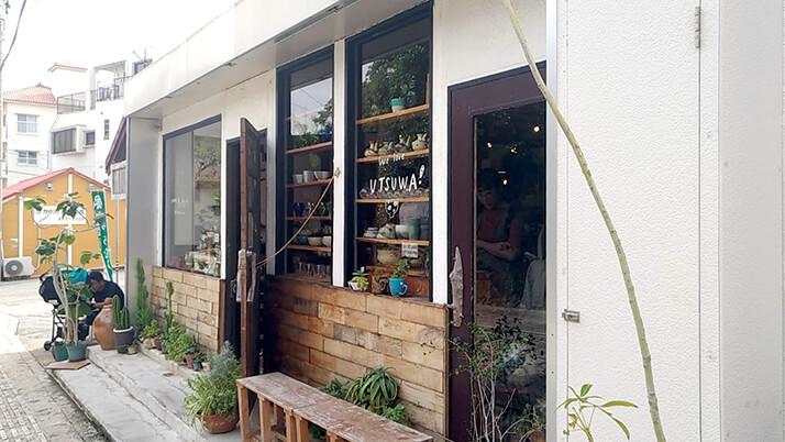 壺屋やちむん通りで器探し!沖縄の木のカッティングボードに一目惚れ