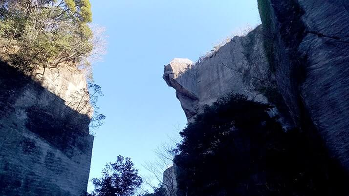 鋸山山頂絶壁から突き出る地獄のぞき!30m百尺観音も圧巻!