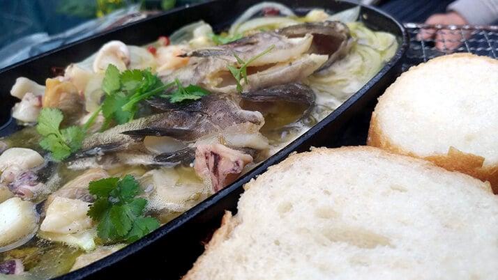 カサゴの干物とムラソイのアヒージョ|釣った魚で釣り飯!