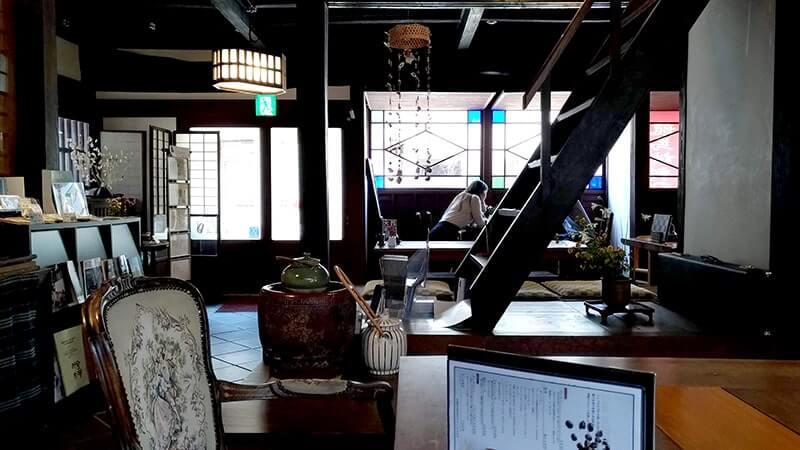 御舟宿いろは|宮崎駿デザインの鞆の浦の旅館1Fのカフェでコーヒー【広島福山旅】