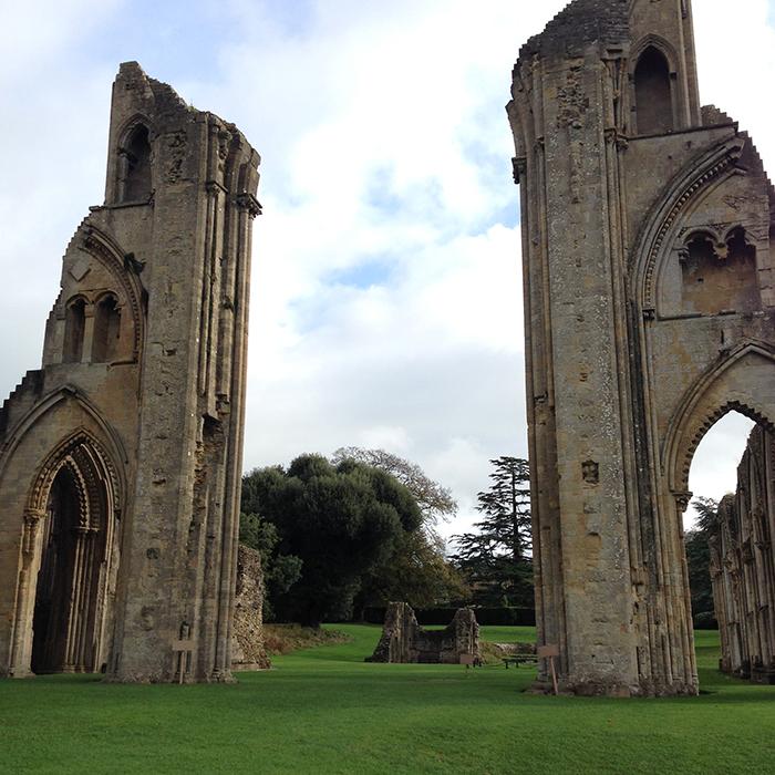 グラストンベリー修道院 美しきイギリスのパワースポット