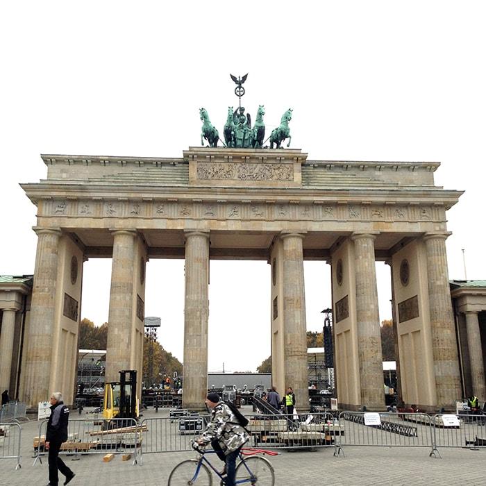 ドイツベルリンでブランデンブルグ門など名所を巡る長い散歩旅