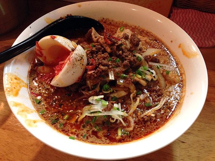 猪八戒NEOの絶品坦々麺!山椒と胡麻と唐辛子のインパクト