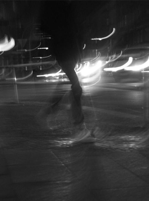 「人の足はどこに向かうのか」ベルリンに在住時に撮影した写真