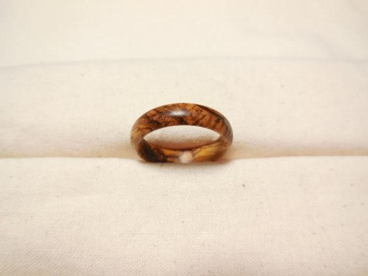 木の指輪はやさしいつけ心地がいい 感じられる木の本来の力