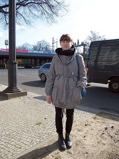 海外ベルリンで撮影したレディースファッションストリートスナップ