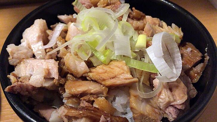 上野のラーメン屋『超大吉』 ボリューム満点のラーメンと肉飯