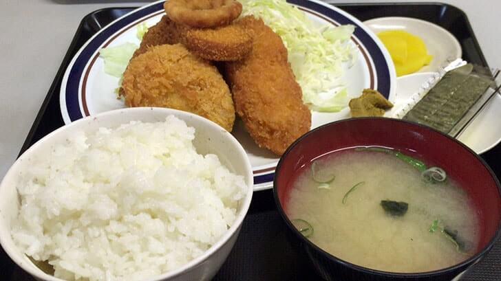 青戸の定食屋『湖洲(こしゅう)』のメンチカツと牛肉コロッケ