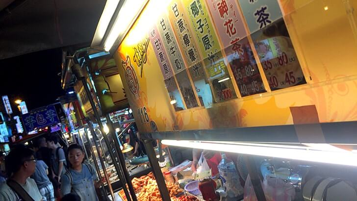 台湾といえば夜市!寧夏路夜市で魯肉飯に牛肉炒麺…地元飯!