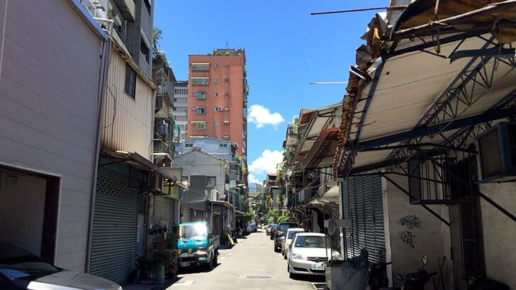 暑い台湾で具沢山かき氷!延三夜市沿いの杉味豆花の刨冰!!