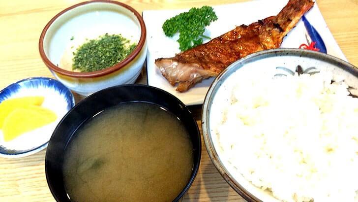 東京大崎の定食屋『さんご』赤魚鯛照焼とチキンカツ玉子とじ