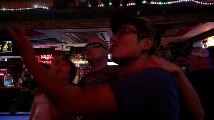 まるでアメリカ!どぶ板通りのハシゴ酒で酔った投げた歌った!