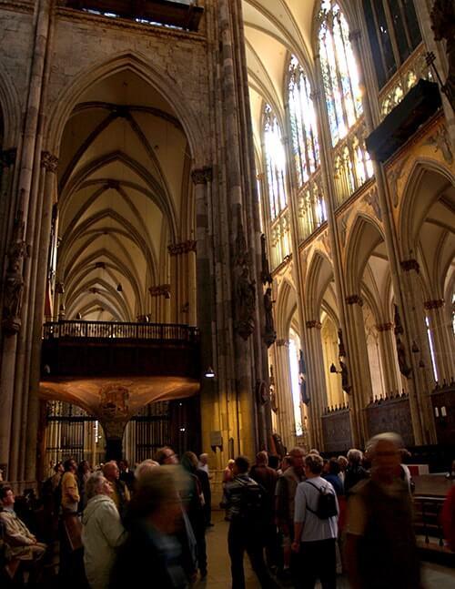 壮大なケルン大聖堂!世界遺産の教会はドイツ旅行では必見!